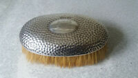 ANTIQUE STERLING SILVER CLOTHES BRUSH - HALLMARKED 1902