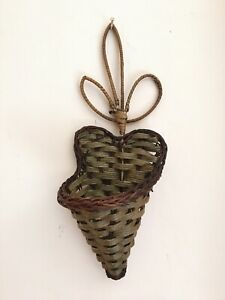 NEW Traditional Handmade Palm Leaf Flower Vase Wall Hanger/Holder
