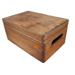 WOODEN BOX/TRUNK IN OAK COLOR WHIT LID AND HANDLES