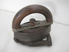 HOWELL IRON WITH REMOVABLE WOOD HANDLE & TRIVET  PRESSING VINTAGE ANTIQUE