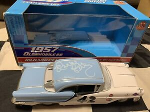 1957 Richard Petty Autographed #42 Lee Petty Oldsmobile 88 1/24