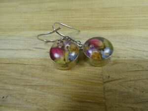 Gorgeous 925 silver drop earrings with lucite encased real dried flowers.