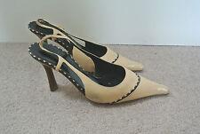 Chanel Beige ESLINGA vuelta, en punta de cuero zapatos, tamaño 37.5