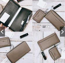 Marc Jacobs – Leather Vertical Zip-Around Wallet mink