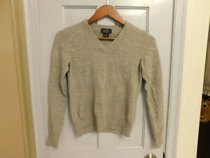 EUC Brooks Brothers 346 Women Gray speckle lambs Wool Pullover v neck Sweater XS