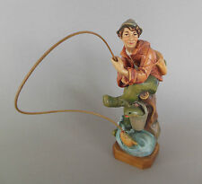 Fischer, Angler mit Fisch ca. 20 cm hoch, Holz geschnitzt bemalt   Geschenk