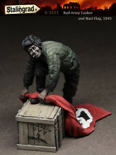 STALINGRAD MINIATURES, 1:35, Red Army Tanker and Nazi Flag, 1945, S-3571