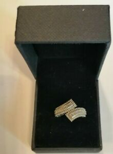 9ct gold and diamond cross over ring size P/Q 3.2 gms