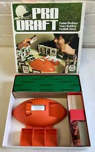 1974 PRO DRAFT Parker Brothers NFL Football Board Game with 50 Orig Topps Cards