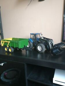 Bruder New Holland tractor 1:16 T8040 with trailer and detatchable front loader