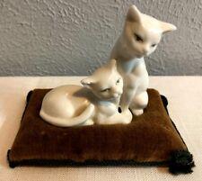 Vintage Ardalt Lenwile Verythin 2 White Cats On Velvet Pillow Japan