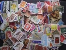 Lot de 300 timbres oblitérés du monde - voir les 2 photos - lire description.