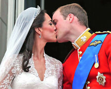 ROYAL WEDDING Prince William & Kate 1st KISS picture poster 8x10 photo
