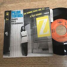 45 tours Pilar TOMAS Un homme dans une ile / Il est vivant (du film Z) 1969