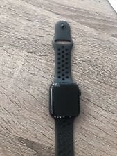 Apple Watch Series 5 Nike 44mm Space Gray Aluminum Case Black Nike Band Screen