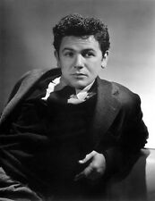 John Garfield UNSIGNED photo - H6686 - HANDSOME!!!!!