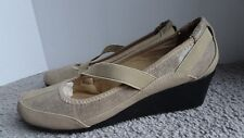 NEW Women's Size 7.5 M Laura Ashley Casual Wedge Shoes Beige Color LA Wagner