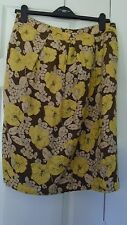 Boden Straight Floral Skirt size 12 ( Small fitting like a 10)