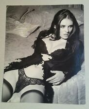 Autograph - Elizabeth Hurley  - Hollywood movie star - live ink on magazine page