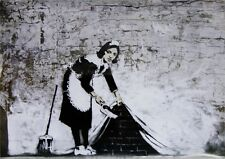 Banksy Poster Graffiti Sweeping Under Wall mit Gratisposter