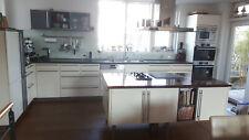 Gebrauchte Leicht Küche mit Kochinsel, Spülmaschine und Hängeschrank abzugeben