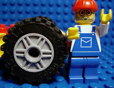 LEGO Set of 4 NEW Light Bluish Gray 18  X 14 Wheels Spokes 30.4 X 14 Black Tires