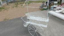 Chariot fleuriste ou bar de jardin en fer perforé style Matégot haut 161 cm