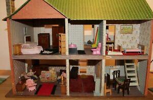 VINTAGE RETRO DOLLS HOUSE FULLY FURNISHED LUNDBY BARTON FAMILY & FURNITURE