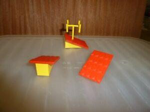 LEGO FABULAND 3 x red/yellow roof panels + antenna