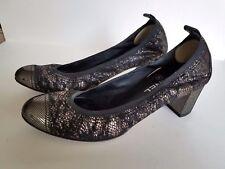 Chanel Escarpins Gold/black Pumps Size 39