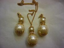 FAUX PEARL HUGE NECKLACE EARRING SET GOLD TONE