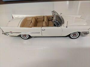 B48 Danbury Mint 1957 Chrysler 300C Convertible 1:24 Cloud White, no box