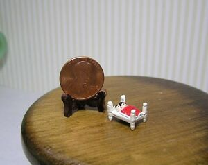 Miniature Dollhouse DHDH Double Bed w/ People and Red Blanket
