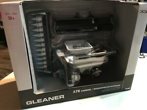 1/64 Gleaner A76 Combine with both Corn and Grain Head Silver