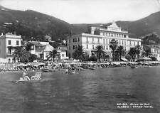 Cartolina Alassio Grand Hotel dal mare spiaggia pattino 1953