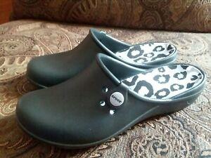 Crocs Black Animal Print Slip On Mules Clogs ~ Women's US Size 8 ~ VGUC!