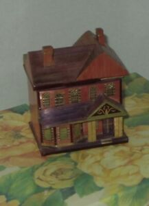 SMALL VICTORIAN STYLE STAW DOLL HOUSE FOR YOUR DOLL HOUSE/BOX