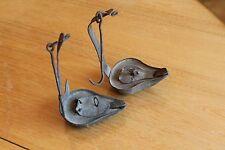 2 ancienne petite lampe a huile rave de mines en fer