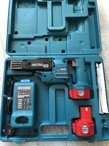 Makita Cordless 12V 25-41mm Drywall Screwgun 2 Batteries, Charger, Case & Manual