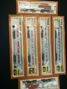 Lot of 6 TYCO 1990's Train HO Scale SANTA FE Railroad Engines Cars untested