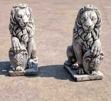 Coppia leoni con stemma araldico in cemento pietra e capitelli colonne entrata