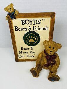 "Boyds Bears Sign ""Boyds Bears & Friends"" Bears & Hares You Can Trust Figurine"