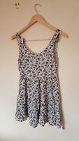 Ladies White Patterned Summer Dress Size 10 By DIVIDED <CX725