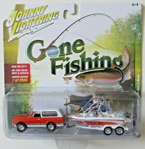 JOHNNY LIGHTNING GONE FISHING S2 1969 CHEVROLET BLAZER BOAT & TRAILER A 1/2004