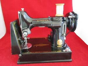 Vintage 1960 Singer 221K  Featherweight Sewing Machine Excellent Condition Lot 2