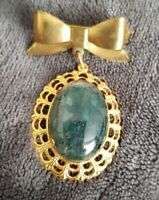 vintage bow sweetheart brooch goldtone green centre stone ornate