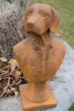 Buste de chien costumé en fonte patinée