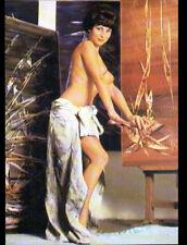 NATURISME / Mlle LUCIA Artiste PEINTRE au travail