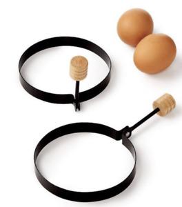 2 Non Stick Egg Rings Round Metal Wooden Handle Frying Pan Pancake Cooking NEW