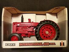 1995 ERTL 1:16 Scale International 600 Diesel Tractor